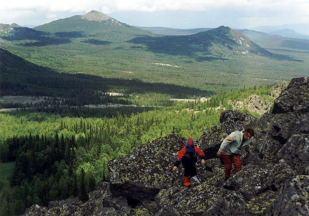 Вид с горы Медвежья (1265) на большой и малый Кумардак