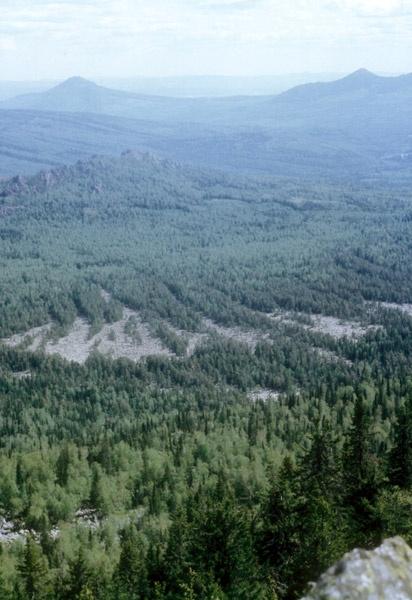 Вид с вершины Маярдак (1225 м) главной точки хр. Аурсяк в сторону Белорецка