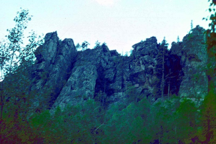 Скальный бастион главной вершины Инзерских Зубчаток