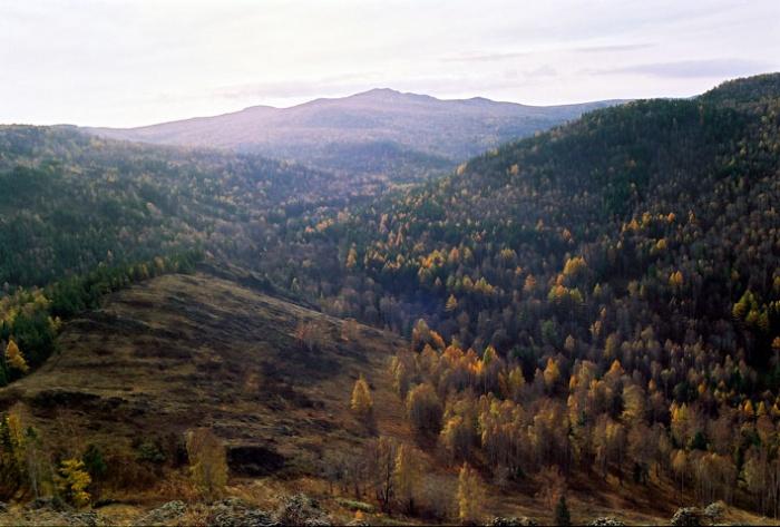 вид с вершинки 804м западной гряды Крыктов на г. Кушай и ущелье Улуелги