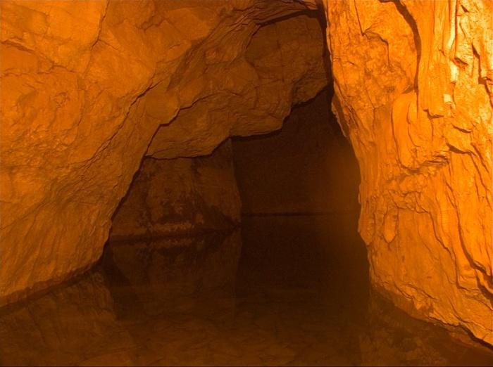 Затопленный нижний этаж Сумгана