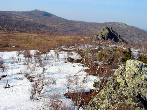 вид со скалы 1116 на  гору Бол. Шатак (1271)
