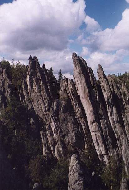 Скалы в районе Двуглавой Сопки