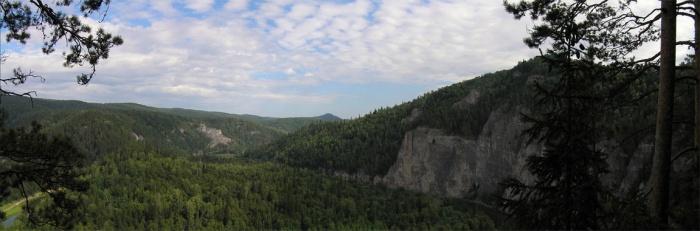Панорама со скал Мамбет