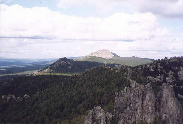 Вид с вершины Перьев на Откликной Гребень