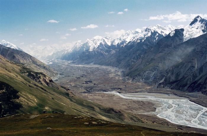 долина  ледника Юж. Иныльчек