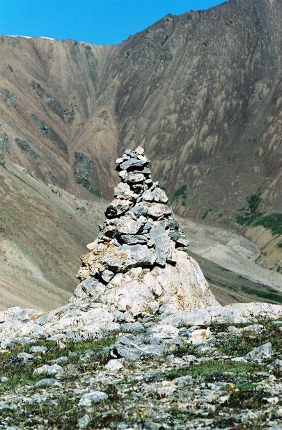 Каменный тур в цирке под перевалом Тюз