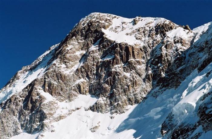 Вершина пика Победы Главная с высоты примерно 6600.