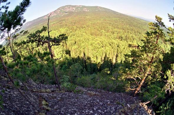 """Вид на Ялангас с горы Устинская посредством объектива """"фиш-ай""""."""