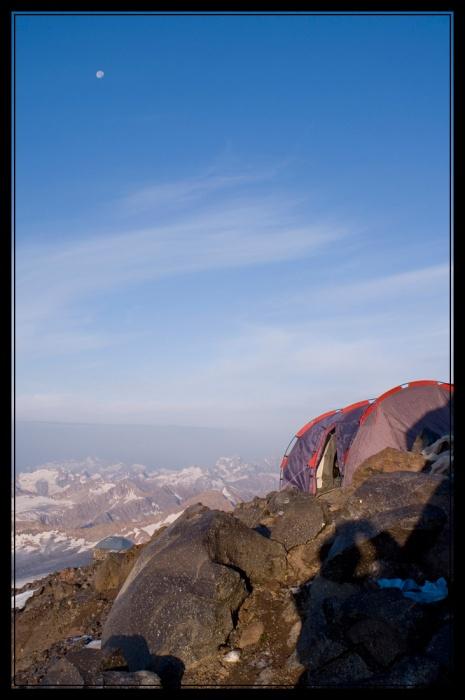 Наша палатка на склоне Эльбруса
