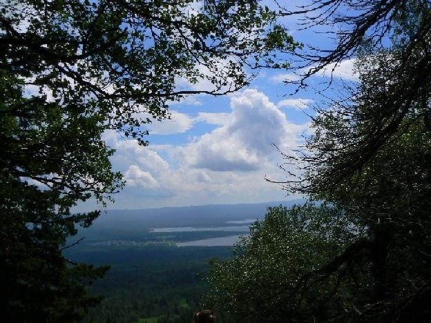 Вид на озеро и нашу базу))