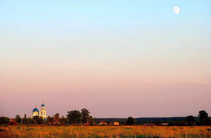 Вечер. Село Воскресенское.