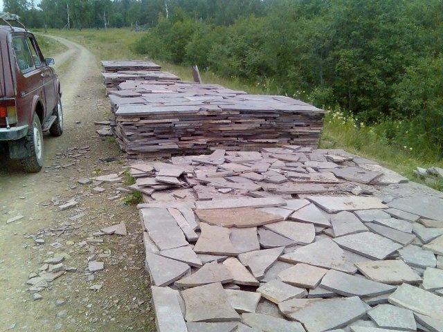 Заготовки плиточного камня в деревне Аисово