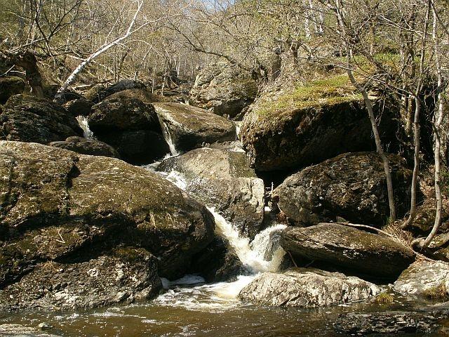 Водопадик на речке Могак  в районе Кужаново