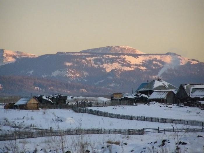 Вид на деревню Александровка и гору Поперечная.