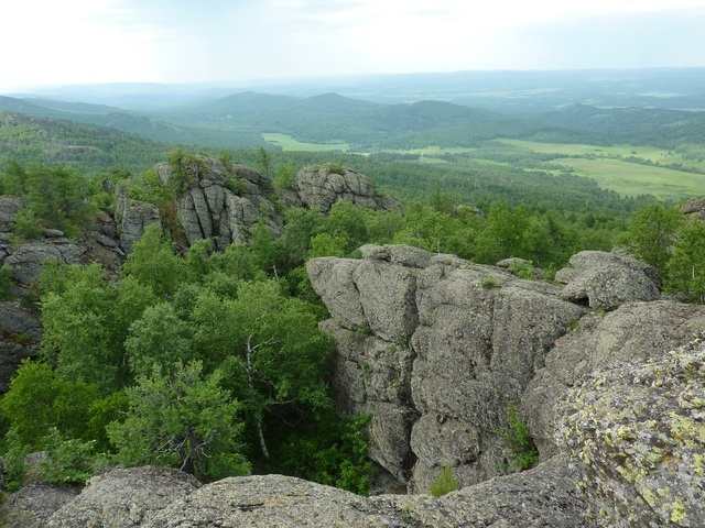 Скалы на вершине Среднего Караташа