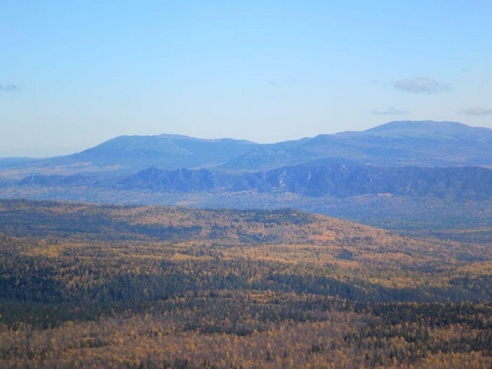 Вид на  массив Иремель и хребет Бакты