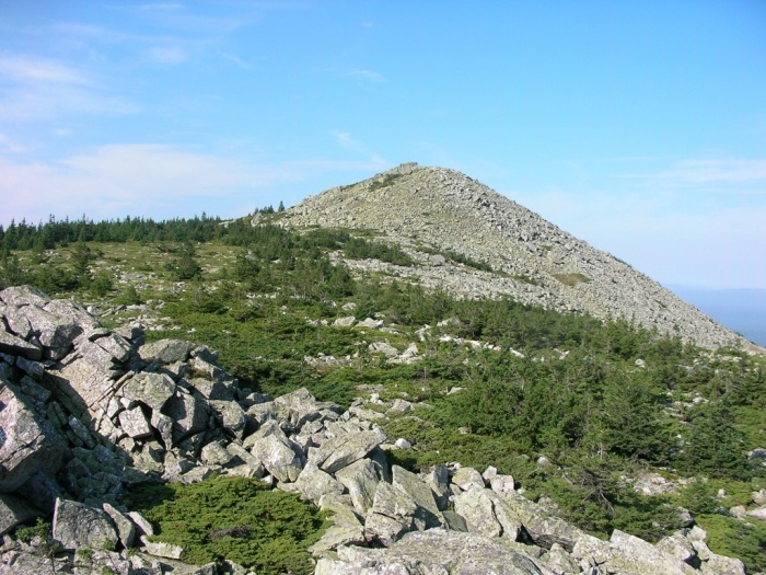 северное плечо и вершина г. Нургуш-3 (1247м)