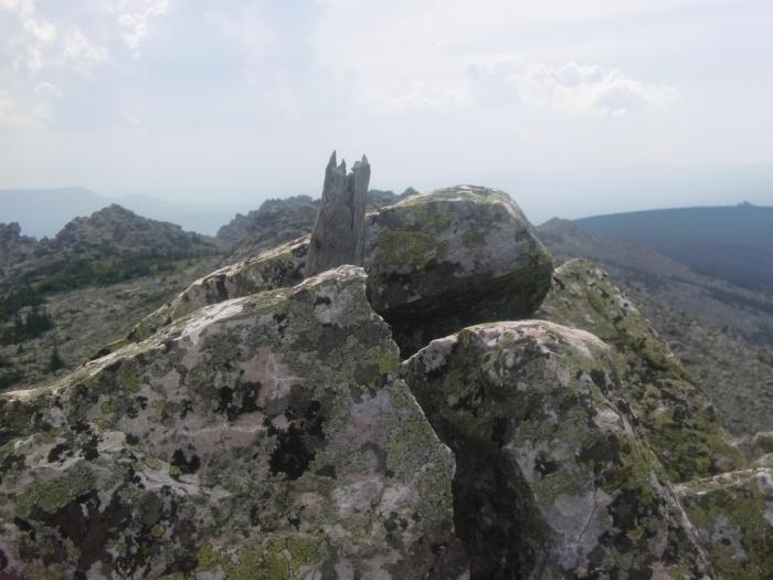 Обломок вершинного тура на одной из гор каскада Нургуш-4 (1197м-1267м-1196м)