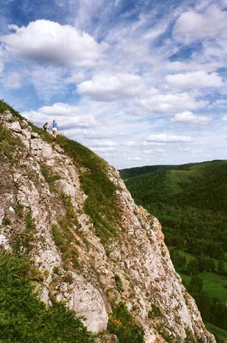Небольшие скалы покоряются большим людям