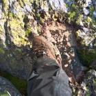 след пещерного человека-великана, отпечатанный в камне