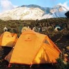 Вид на Кибо утром из лагеря Шира-Кэмп.