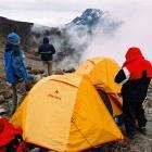 Вид на Мавензи из базового лагеря Барафу.