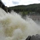 Водопад с плотины