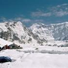 Вид из базового лагеря на пик Победы (7439м).