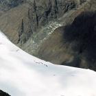 Промежуточный лагерь восходителей с Сев. Иныльчека (лагеря Казбека Валиева) с высоты 6400),