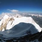 Вид на перемычку и пик Чапаева во время восхождения