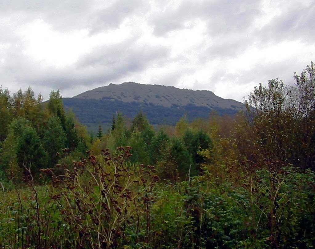 гора Сукташ с дороги от Тюлюка до начала троп