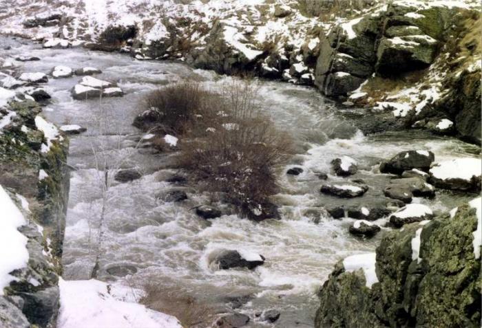 """Порог """"Ревун"""" на реке Исеть."""