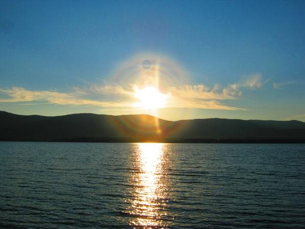 Закат над озером