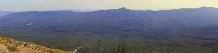 Панорама хребта Кумардак с предвершины горы Медвежья (хр. Машак)