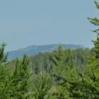 Вид на гору со скалы в деревне Атиково